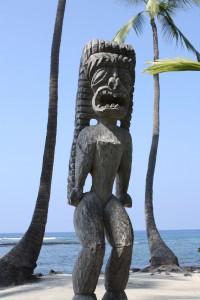 An einer heiligen Stätte des alten Hawaii